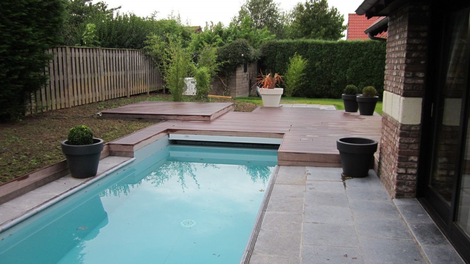 Abords de piscine lesquin architecte paysagiste 59 for Paysagiste piscine