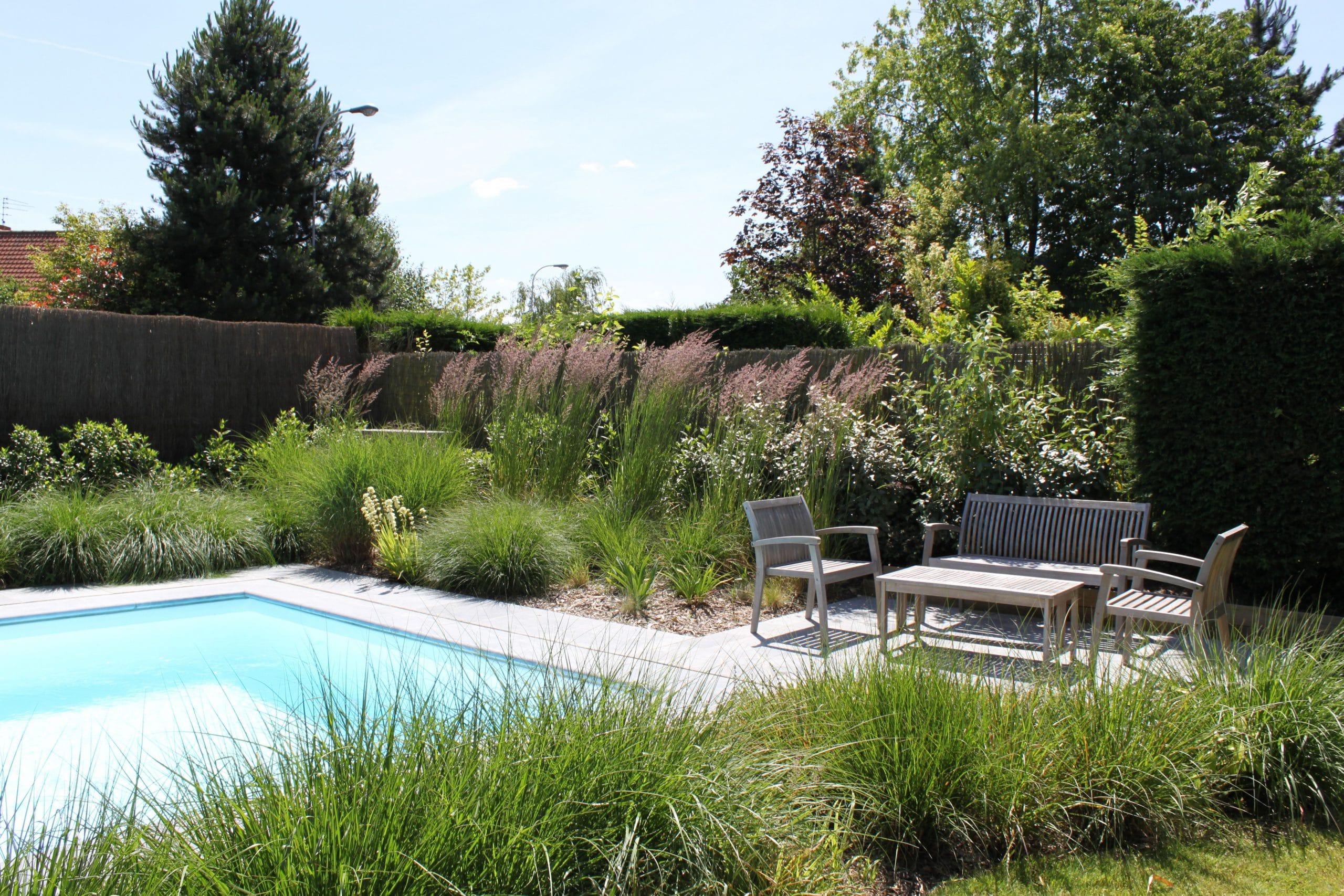 Abords de piscine et terrasse pierre bleue à Hem (59 ...