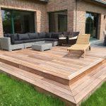Aménagement de la terrasse en dalles d'ardoises rectangulaires et d'une terrasse en bois exotique ipé à Wattignies (59 - Nord). Architecte Paysagiste Laurent Meriguet à Lambersart Lille