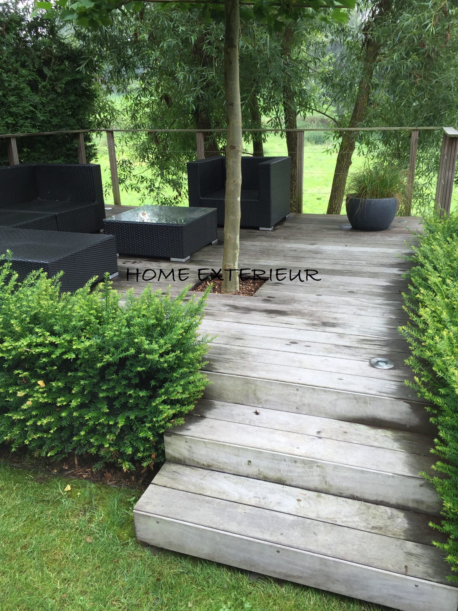am nagement d 39 une terrasse suspendue en bois exotique. Black Bedroom Furniture Sets. Home Design Ideas